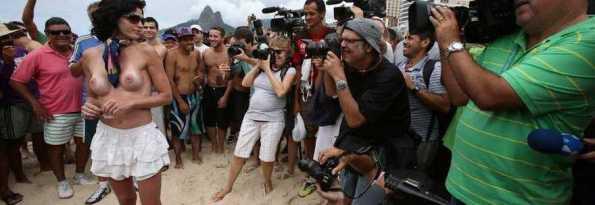 topless-rio-seno-nudo-spiaggia_due