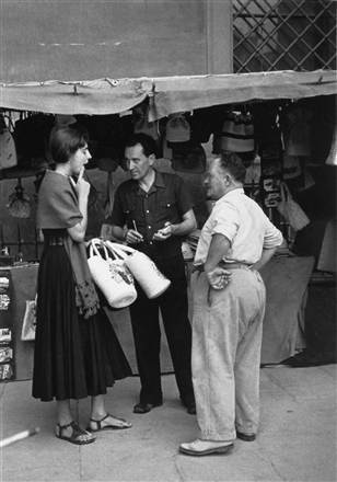 4nina.ss-110917-Ruth-Orkin-NegotiatingwithShopkeeper.grid-4x2