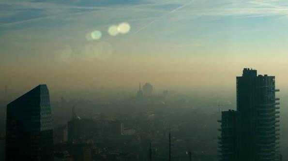 aMilano soffoca dallo smog