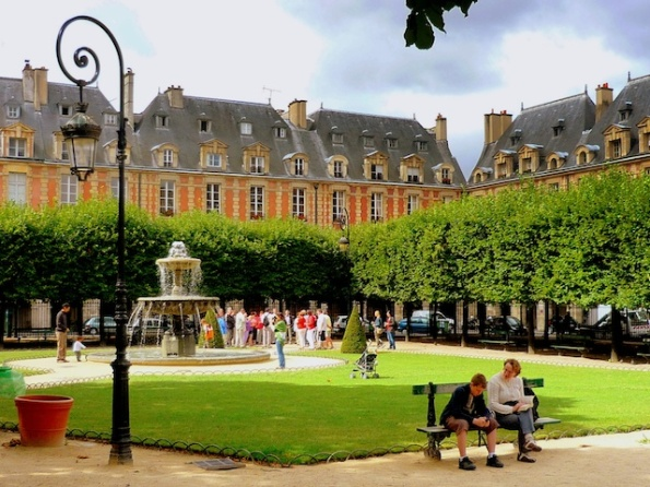 b-paris-copyright-french-moments-place-des-vosges-11